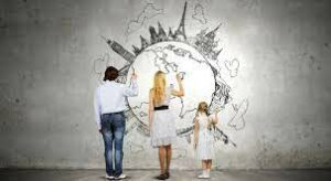 famiglia che disegna un mondo su parete